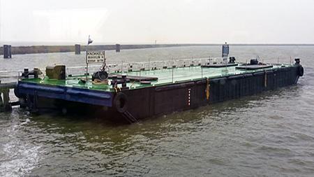 Jacht transport met eigen materiaal op ponton.